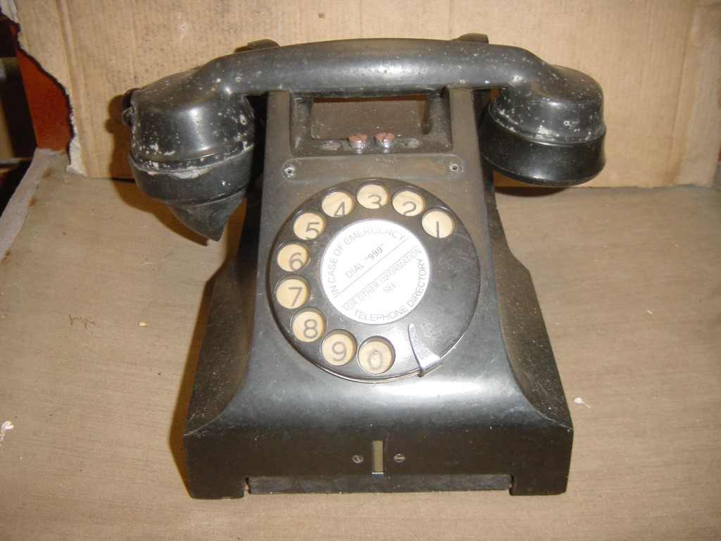 Bakelite 1950s telephone in as is condition